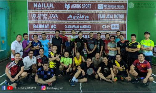 Membangun Solidaritas dan Persaudaraan Keluarga Urologi Surabaya Melalui Bulutangkis